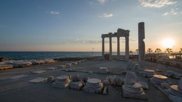 tempel des apollo. alte ruinen in side türkei - seitenansicht stock-videos und b-roll-filmmaterial