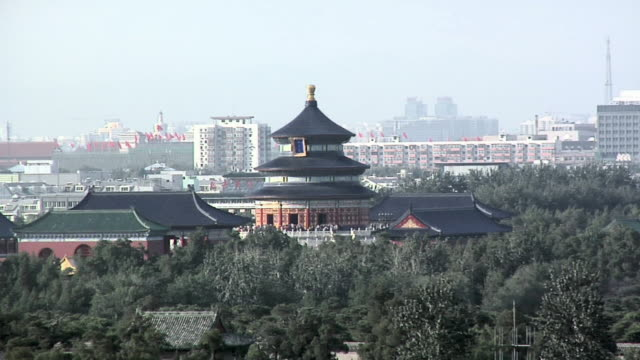 ha ws temple of heaven and skyline/ beijing, china - temple of heaven stock videos & royalty-free footage