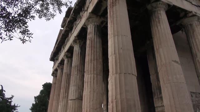 temple of hephaestus in athens - ペディメント点の映像素材/bロール