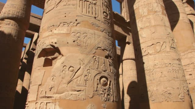 temple of karnak in luxor,egypt. - colonna architettonica video stock e b–roll