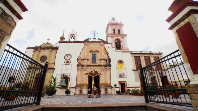 vídeos y material grabado en eventos de stock de temple of nuestra señora de belén located in real de asientos one of the magic towns of aguascalientes state in mexico - mp4