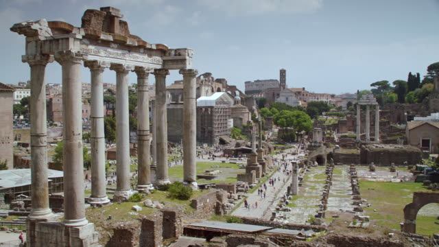 stockvideo's en b-roll-footage met ws pan temple of saturn at roman forum / rome, italy - rome italië