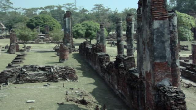 ws pan temple ruins of wat phra si sanphet / ayutthaya, thailand - アユタヤ県点の映像素材/bロール