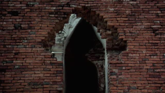 ms tu temple ruins of wat phra si sanphet / ayutthaya, thailand - アユタヤ県点の映像素材/bロール