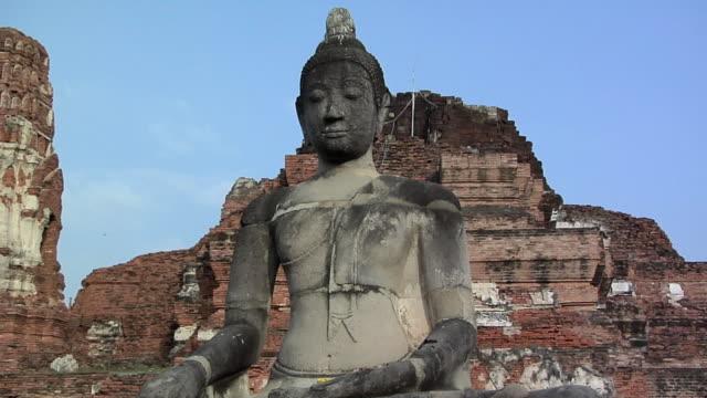 ms td temple ruins of wat phra si sanphet / bangkok, thailand - アユタヤ県点の映像素材/bロール