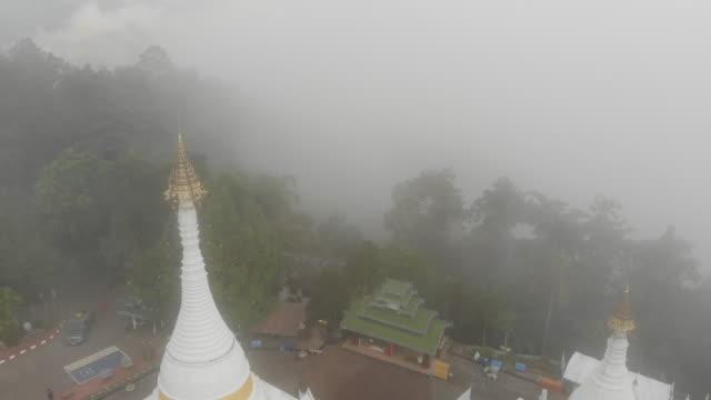 stockvideo's en b-roll-footage met tempel de meest favoriete plek voor toeristisch bezoek ten noorden van thailand. - hong kong
