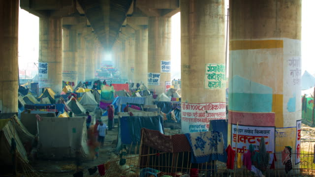 temporary camp at the kumbh mela festival - elevated road stock videos & royalty-free footage
