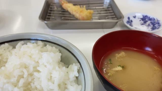 vídeos y material grabado en eventos de stock de tempura teishoku en fukuoka - rebozado