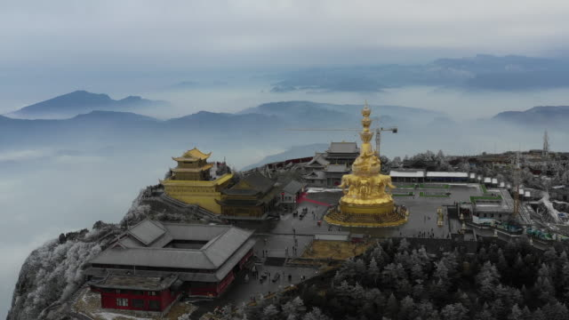 ten sides of puxian statue and buddhist temple on mount emei, chengdu, china - 成都点の映像素材/bロール
