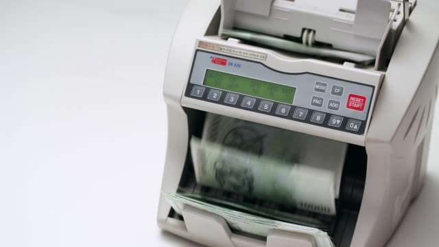 cu ten thousand korean won notes in money counting machine / seoul, south korea - counting stock videos & royalty-free footage