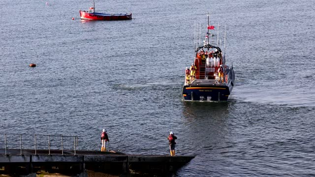 GBR: Tenby RNLI Lifeboat Returns From Answering Emergency Call