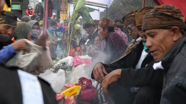 tenggerese gather praying at poten temple before going to mount bromo during the yadnya kasada festival at the crater of mount bromo amid the... - bromo crater stock videos & royalty-free footage