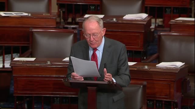 tennessee senator lamar alexander says president donald trump and republicans agree on taxes, regulations and economic growth but tariffs were a big... - 関税点の映像素材/bロール