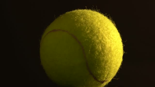 vidéos et rushes de balle de tennis contre black - ball