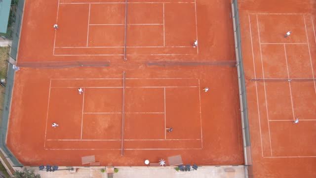 vidéos et rushes de vue aérienne du court de tennis - terrain de jeu