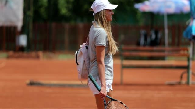 vídeos de stock e filmes b-roll de tennis player in action - raquete de ténis