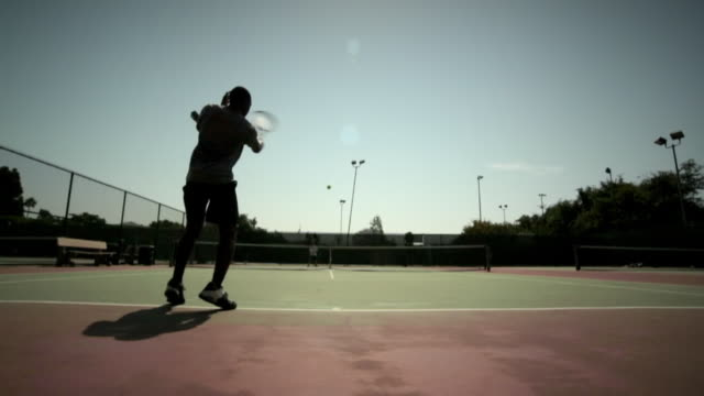 a tennis player utilizes forehand and backhand strokes to volley with an opponent. - backhand bildbanksvideor och videomaterial från bakom kulisserna