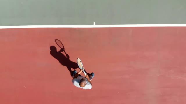 stockvideo's en b-roll-footage met tennisser - alleen één oudere man