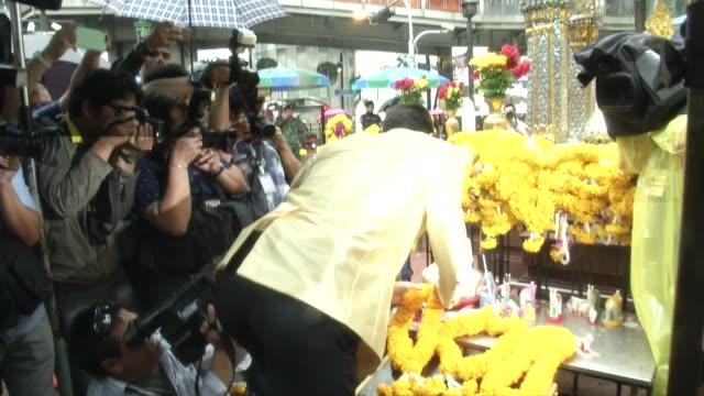 tennis stars novak djokovic and rafael nadal lay wreaths at erawan shrine in bangkok, thailand. erawan was the scene of a bombing which killed 20... - shrine stock videos & royalty-free footage