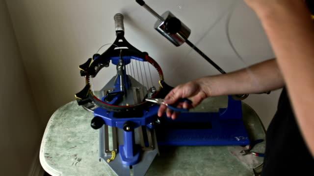 vidéos et rushes de cordage de tennis - réparer