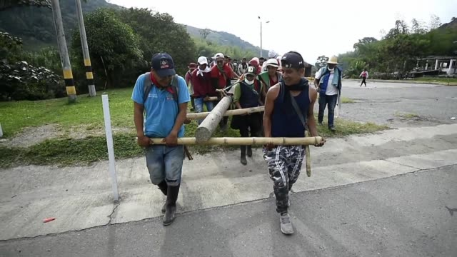 Tens of indigenous protesters continue to block a major highway in central western Colombia for the fifth consecutive day as they await a meeting...