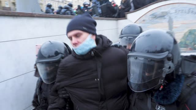 tens of thousand protest the detention of anti-corruption, opposition leader alexei navalny. footage shows crowds gathering in central moscow calling... - moscow russia stock-videos und b-roll-filmmaterial