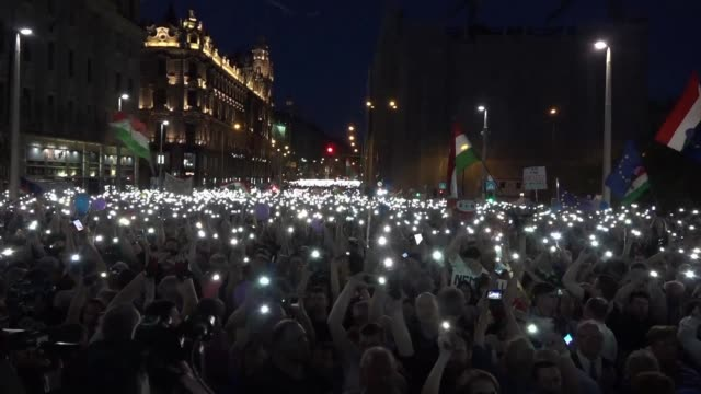 tens of thousands of hungarians take to the streets in budapest for a second consecutive saturday to protest against newly reelected prime minister... - cultura ungherese video stock e b–roll