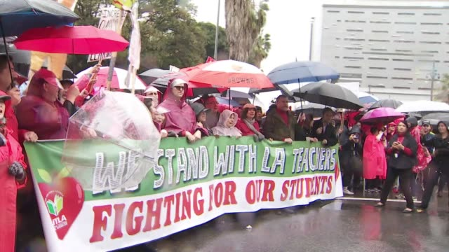 ktla tens of thousands of lausd teachers walk off job beginning first strike in 30 years - streik stock-videos und b-roll-filmmaterial