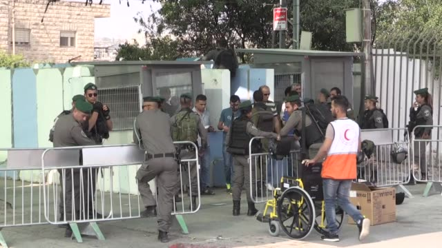 tens of thousands of palestinians have come from all over the west bank to bethlehem's northern checkpoint in an attempt to reach al-aqsa mosque in... - norden stock-videos und b-roll-filmmaterial