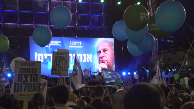 stockvideo's en b-roll-footage met tens of thousands of people attended a memorial rally for slain israeli premier yitzhak rabin saturday with organisers banning political speeches and... - yitzhak rabin