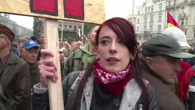vídeos de stock e filmes b-roll de tens of thousands of people demonstrated in budapest on sunday against what they called the antidemocratic regime of hungarian prime minister viktor... - cultura da europa de leste