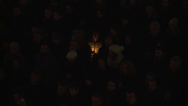 tens of thousands of people joined rallies in paris and other french cities on wednesday to pay tribute to the victims of a massacre by islamist... - materiale cartaceo video stock e b–roll
