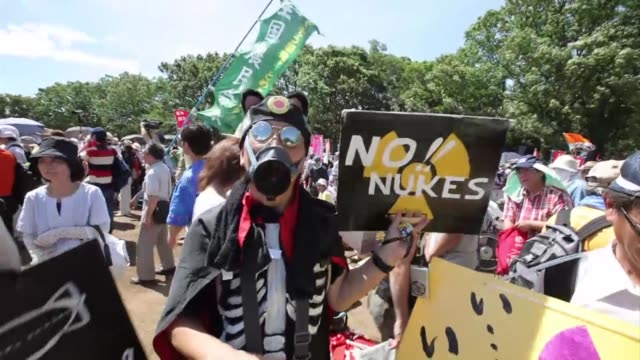 tens of thousands of people rallied in tokyo on monday demanding an end to nuclear power the latest in a series of antiatomic gatherings following... - nuclear energy stock videos & royalty-free footage