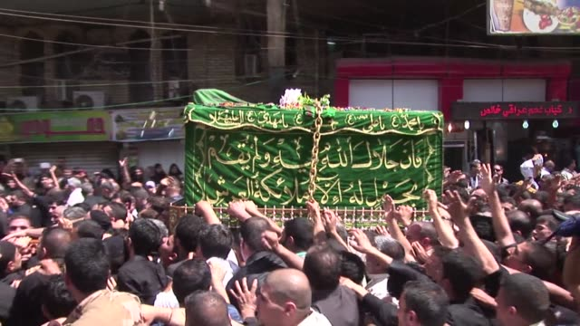 tens of thousands of shiite muslims pilgrims thronged a shrine in baghdad on wednesday for a ritual mourning ceremony amid a surge in violence that... - war stock-videos und b-roll-filmmaterial