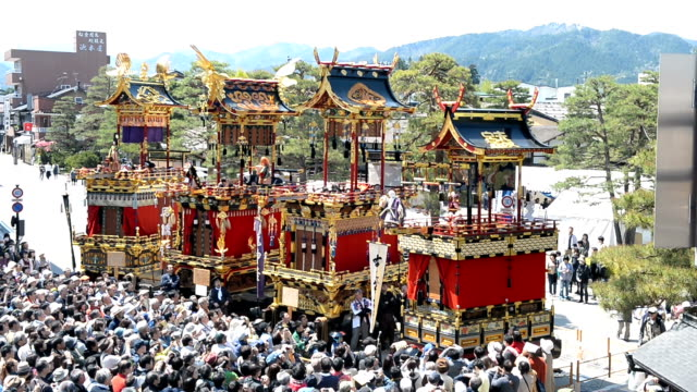 tens of thousands of spectators enjoyed the rare spectacle of four marionette floats together in an event here on april 30 2016 in takayama japan to... - marionette stock-videos und b-roll-filmmaterial