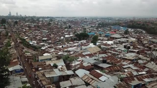 stockvideo's en b-roll-footage met tension over re-running presidential election; kenya: nairobi: ext air view huts in kibera slum tracking shot along through slum streets rosaline... - sloppenwijk