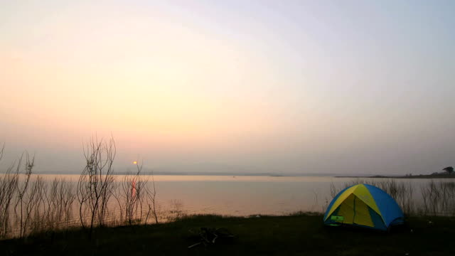 Tenda in campeggio scena: Time lapse