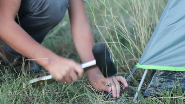 stockvideo's en b-roll-footage met tent - installeren