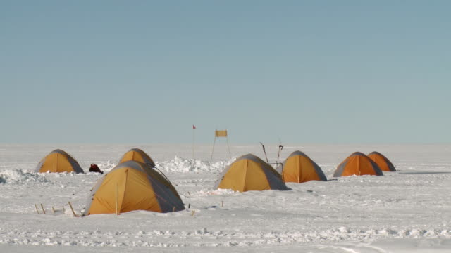 ws of tents at camp / union glacier, heritage range, ellsworth mountains, antarctica  - exploration stock videos & royalty-free footage