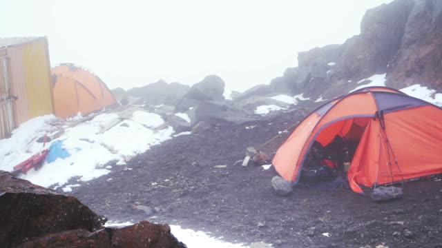 tents withstanding wind in a mountain basecamp - base camp stock videos & royalty-free footage