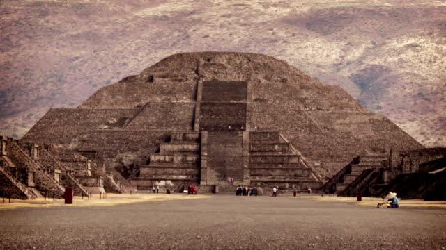 vídeos de stock e filmes b-roll de teotihuacán asteca pirâmide, méxico - ruína antiga