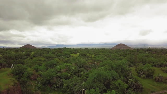 teotihuacan pyramids landscape - aztec stock videos & royalty-free footage