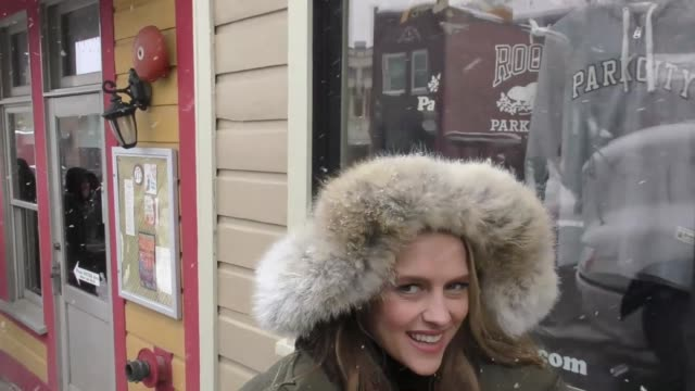 stockvideo's en b-roll-footage met teresa palmer on main street at the sundance film festival in park city at celebrity sightings in park city ut on january 20 2017 - sundance film festival
