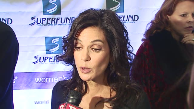 teri hatcher/ actress-co host/ talks about what tonight means to her andwhy she is involved discusses what an honor it is to host along side mikhail... - teri hatcher stock videos & royalty-free footage