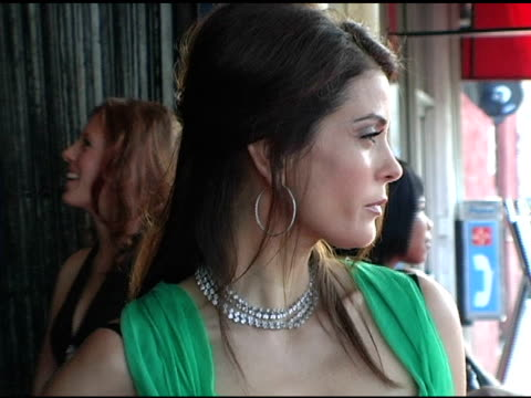 teri hatcher at the 'comedy for a cure' ts alliance benefit at the henry fonda theatre in hollywood california on april 3 2005 - teri hatcher stock-videos und b-roll-filmmaterial