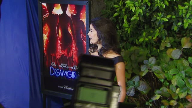 teri hatcher at the dreamworks pictures' and paramount pictures' 'dreamgirls' los angeles premiere at wilshire theatre in beverly hills, california... - teri hatcher stock videos & royalty-free footage