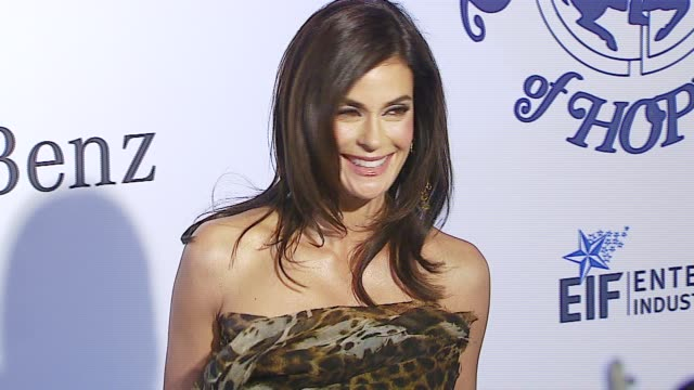 teri hatcher at the mercedes-benz presents the 17th carousel of hope ball at the beverly hilton in beverly hills, california on october 29, 2006. - teri hatcher stock videos & royalty-free footage