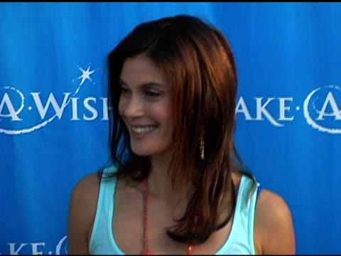 teri hatcher at the 'uncork a wish' at the make-a-wish foundation 13th annual wine tasting and auction fundraiser at pacific design center in west... - teri hatcher stock videos & royalty-free footage