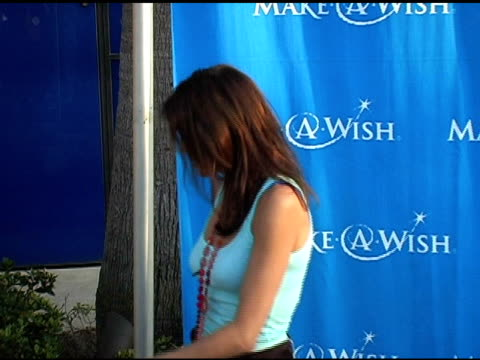 teri hatcher at the 'uncork a wish' at the makeawish foundation 13th annual wine tasting and auction fundraiser at pacific design center in west... - teri hatcher stock-videos und b-roll-filmmaterial