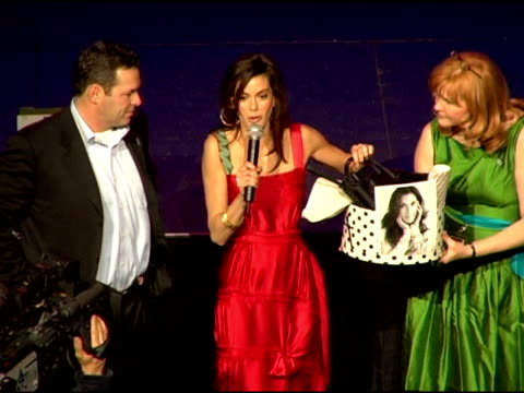 teri hatcher auctions items from her own wardrobe at the comedy for a cure 2006 benefiting the ts alliance and clothes off our backs at the music box... - teri hatcher stock-videos und b-roll-filmmaterial